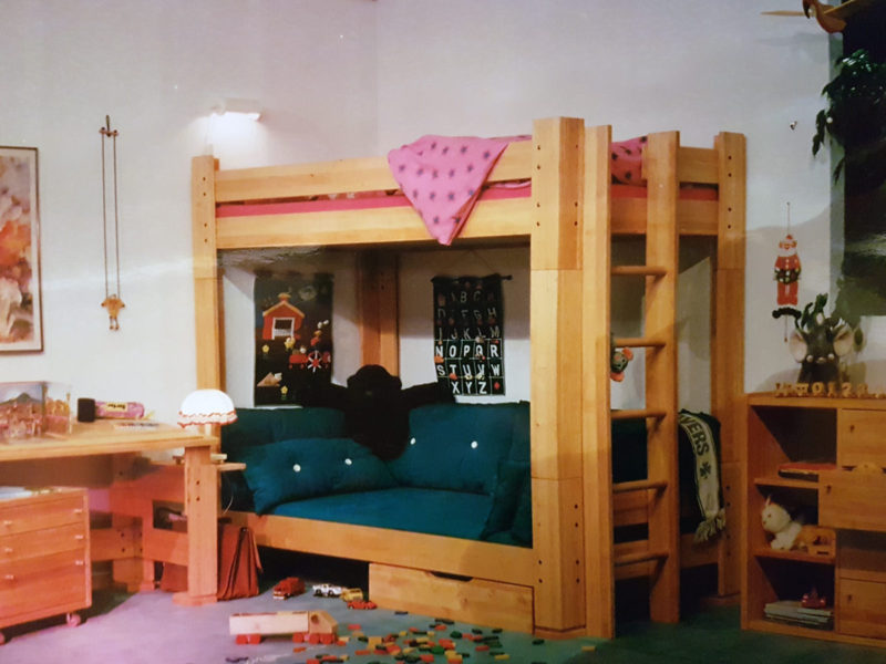 Etagenbett und Liege über Eck